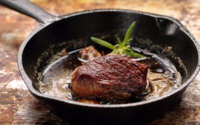 Jautienos steikas ketaus keptuvėje