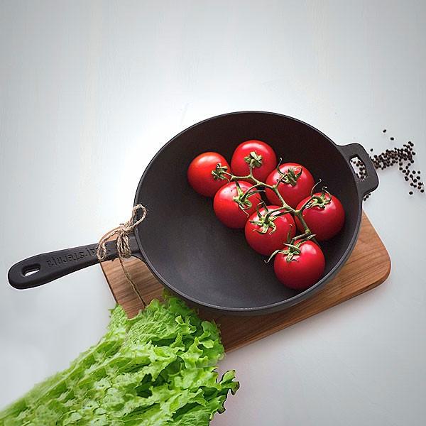 Špižinė-keptuve-T2011-virtuvėje-Maysternya